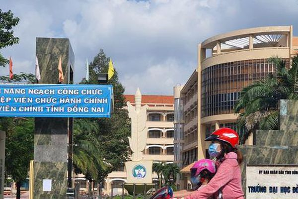 Cách hết chức vụ trong Đảng đối với Hiệu trưởng Trường Đại học Đồng Nai