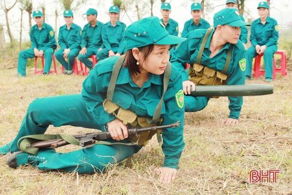 Về Nghi Xuân xem 'dân quân tóc dài' biểu diễn kỹ năng chiến đấu