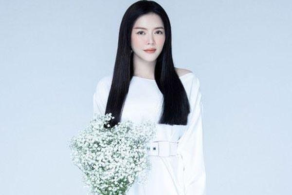 Lý Nhã Kỳ khoe nhan sắc lão hóa ngược, dịu dàng trong váy trắng tinh khôi khiến fan 'đổ gục'