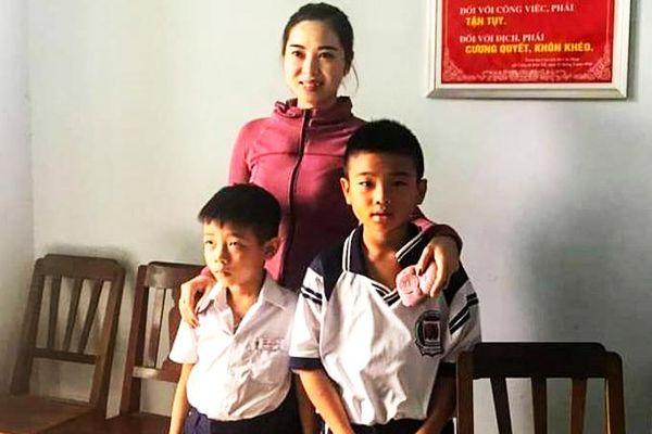 2 học sinh tiểu học đảo Bình Ba: Nhặt được 12 triệu đồng trả người đánh mất