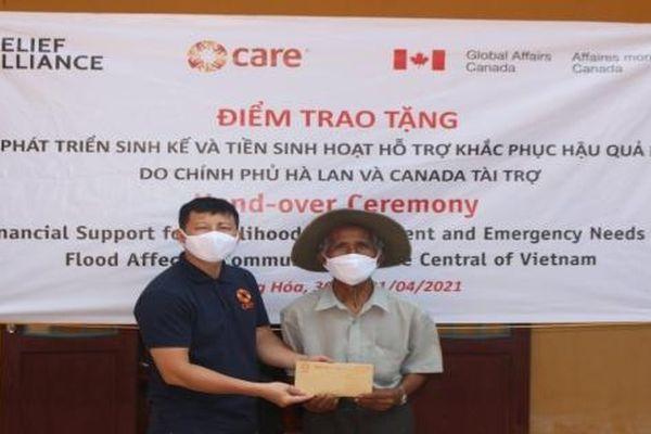 Hỗ trợ tiền mặt phục vụ sinh hoạt cho 246 hộ dân bị ảnh hưởng bão lụt tại tỉnh Quảng Trị