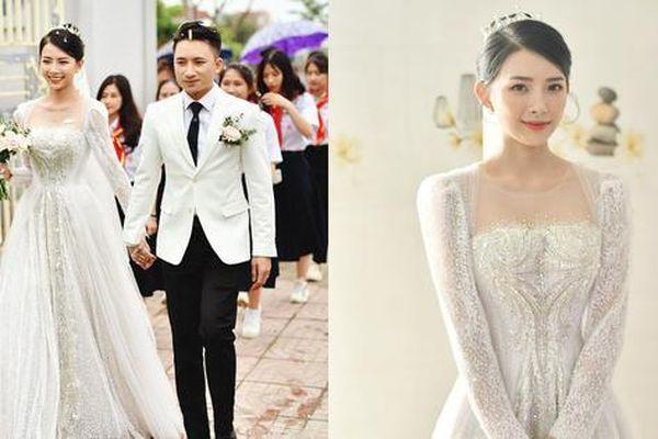 Cận cảnh bộ váy cưới đính 10.000 viên pha lê ánh bạc của vợ nhạc sĩ Phan Mạnh Quỳnh