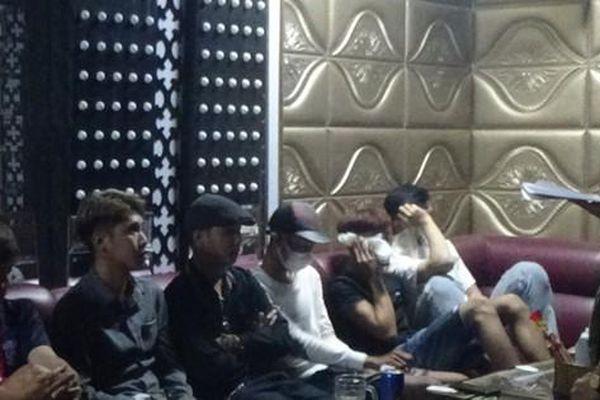 Phát hiện 9 người dương tính với ma túy tại quán karaoke