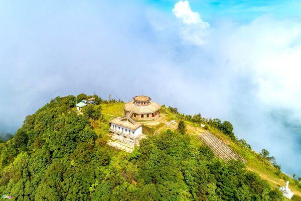 7 đỉnh núi hút giới trẻ chinh phục ở Việt Nam