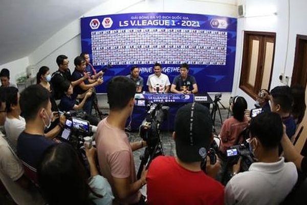 Nghẹt thở chờ 'chung kết lượt đi' V-League