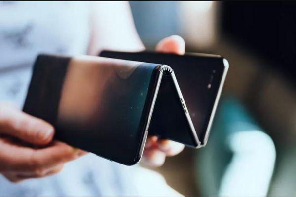 Smartphone Samsung gập làm ba sẽ ra mắt trong năm tới