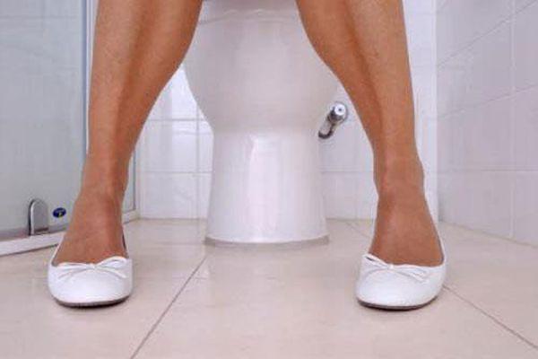 Thói quen chết người khi đi vệ sinh quá nhiều người mắc phải mà chẳng hề hay biết