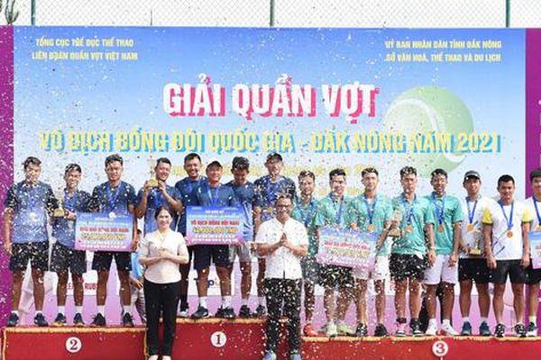 Tay vợt Lý Hoàng Nam cùng đồng đội ẵm trọn ngôi vương giải Quần vợt Vô địch Đồng đội Quốc gia 2021