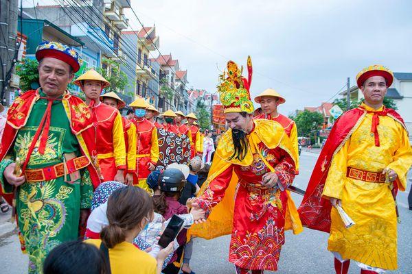 Đoàn rước Đức thánh Trần Quốc Tuấn dài hơn 3 km