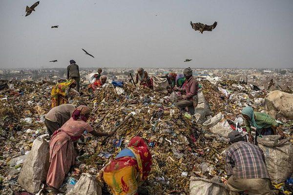 Cận cảnh cuộc sống mưu sinh ở bãi rác trên khắp thế giới
