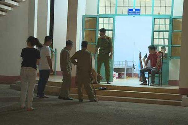 Đắk Lắk: Giành cầm lái xe taxi không được, 'ma men' vây đánh tài xế