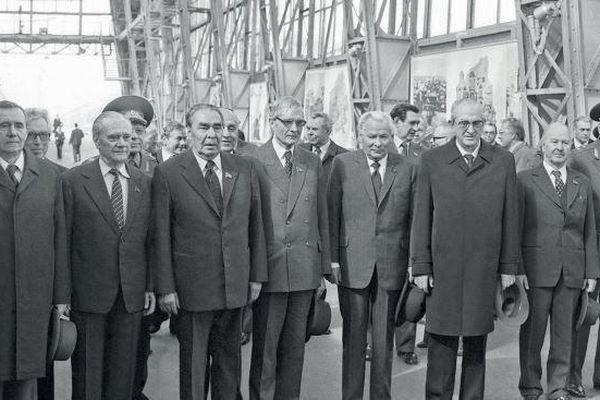 Lần đầu tiết lộ: Giữa 'bầy sư tử' ai lách đưa 'cừu non' Gorbachev lên đỉnh cao quyền lực?