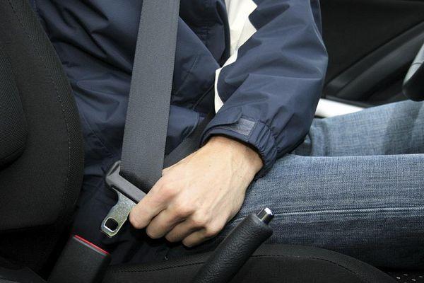 Mức phạt lỗi không thắt dây an toàn năm 2021 là bao nhiêu?