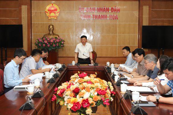 Phó Chủ tịch UBND tỉnh Nguyễn Văn Thi nghe báo cáo một số chương trình, nội dung quan trọng