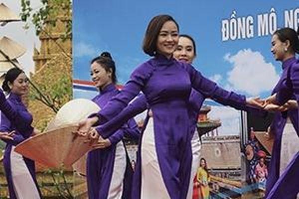 Mộng mơ tà áo dài xứ Huế