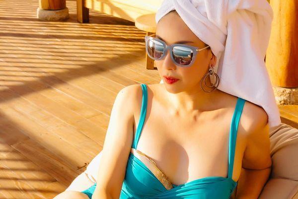 Hoa hậu Hà Kiều Anh khoe dáng gợi cảm trước biển
