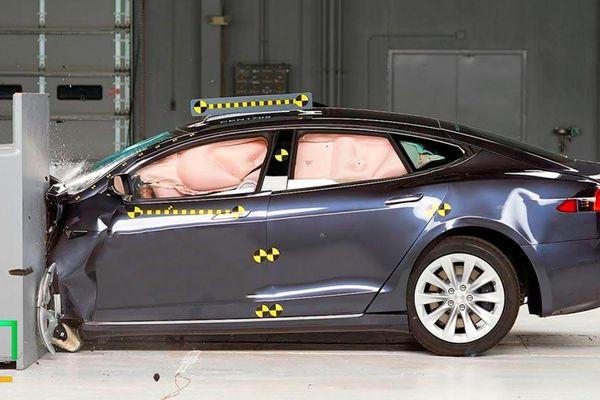 Vì sao ôtô Tesla được cho là an toàn nhất thế giới?