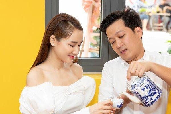 Trường Giang trấn an Nhã Phương: 'Khó khăn quá thì về bán cơm'