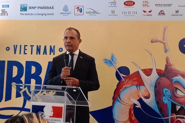 Lãnh sự quán Pháp hỗ trợ nghệ sĩ đường phố vẽ tranh khổng lồ ở Việt Nam