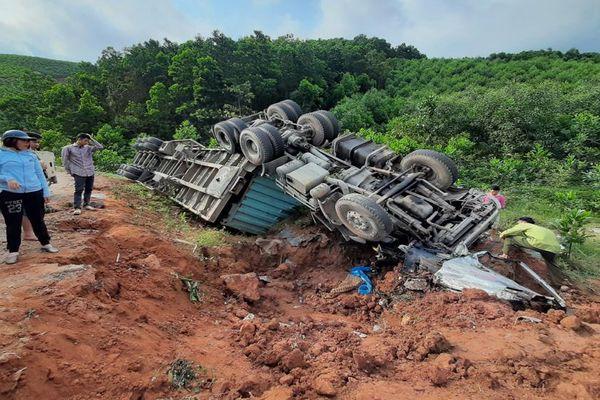 Đề nghị khắc phục 'điểm đen' trên đường tỉnh 293 đoạn qua huyện Sơn Động