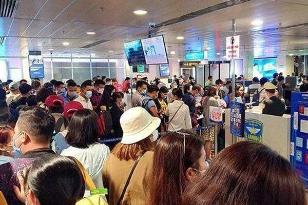 Sân bay Tân Sơn Nhất liên tục kẹt cứng trong nhiều ngày, lo ngại ùn tắc lớn dịp nghỉ lễ