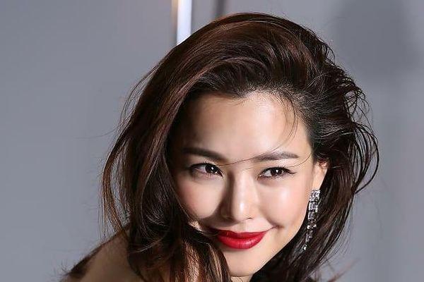 Hoa hậu đẹp nhất xứ Hàn Honey Lee từng được đào tạo để trở thành idol