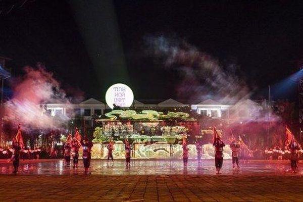 Siêu quần thể hàng đầu Đông Nam Á 'chiêu đãi' du khách những gì trong đêm không ngủ đầu tiên?
