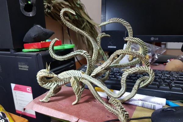 Chàng trai Hải Phòng làm đồ handmade từ lá cây, vỏ quả óc chó