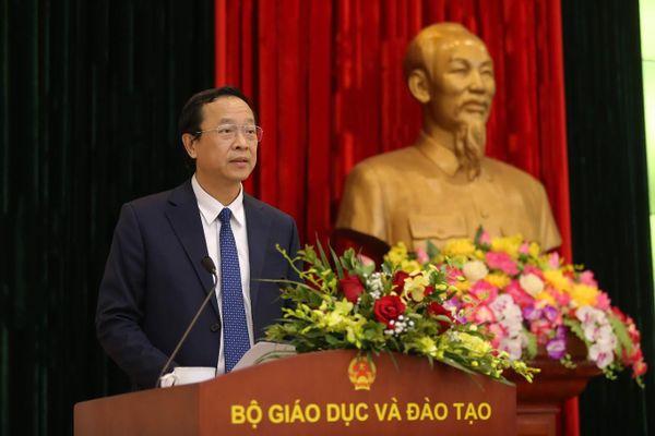 Thứ trưởng Bộ GD&ĐT Phạm Ngọc Thưởng: Giải pháp tổng thể cho giá sách giáo khoa