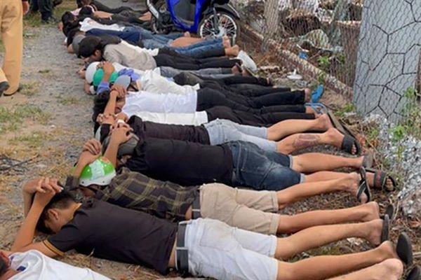 Bắt giam nhóm 'quái xế' chặn quốc lộ 1 đua xe gây náo loạn