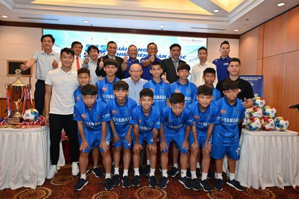 Thầy Park cùng Đình Trọng, Thành Chung hâm nóng giải U13 toàn quốc