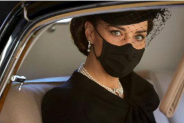 Điều ít biết đằng sau bức ảnh 'gây bão' MXH, đi vào lịch sử của Công nương Kate tại tang lễ Hoàng tế Philip