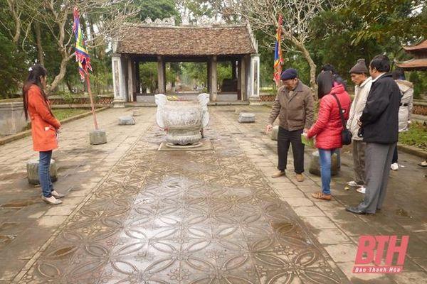 Thần linh và đền thờ xứ Thanh trong dòng chảy văn hóa Việt