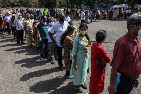 Số ca nhiễm mới ở Ấn Độ cao kỷ lục, gần bằng dân số của một nước