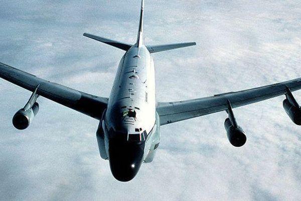 Trinh sát cơ khổng lồ Mỹ giám sát hải quân Trung Quốc diễn tập