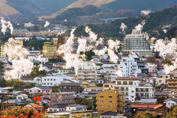 Hơi nước bốc lên nghi ngút tại thị trấn Nhật Bản