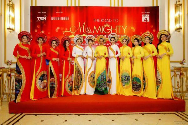 NTK Tuấn Hải ra mắt BST áo dài 'Di sản Văn hóa Việt Nam' tại thành phố ngàn hoa