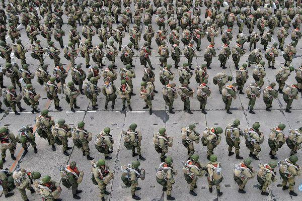 Quân đội Nga trở lại căn cứ sau khi tăng cường lực lượng gần biên giới Ukraine