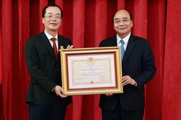 Chủ tịch nước trao Huân chương cho nguyên lãnh đạo Bộ Xây dựng