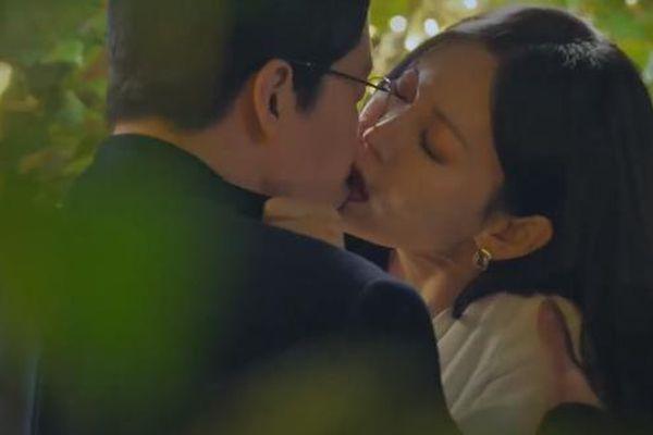 Nhiều nghệ sĩ Hàn mất bình tĩnh khi xem cảnh hôn của bạn đời trên phim