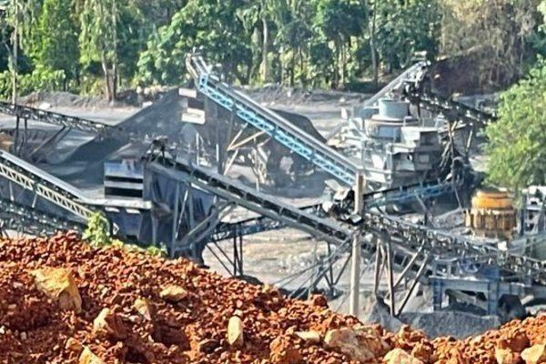 Chủ tịch huyện đến tận mỏ đá Tân Thành Đạt cấm hoạt động, máy móc vẫn chạy rầm rập
