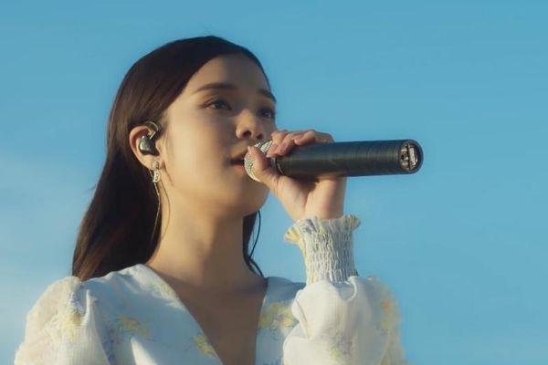 Hoàng Yến Chibi hát live 'Yêu thầm'