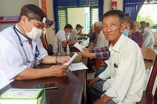 Bộ đội Biên phòng khám bệnh, cấp thuốc miễn phí tại Đà Nẵng