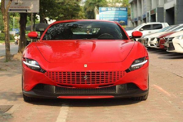 Cận cảnh siêu xe Ferrari Roma hơn 20 tỷ đỏ rực tại Hà thành