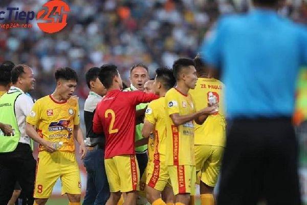 Các 'đàn anh' V-League 'đua nhau' rời Cup Quốc gia