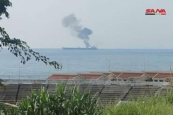 Tàu chở dầu nghi của Iran bị UAV tấn công ngoài khơi Syria