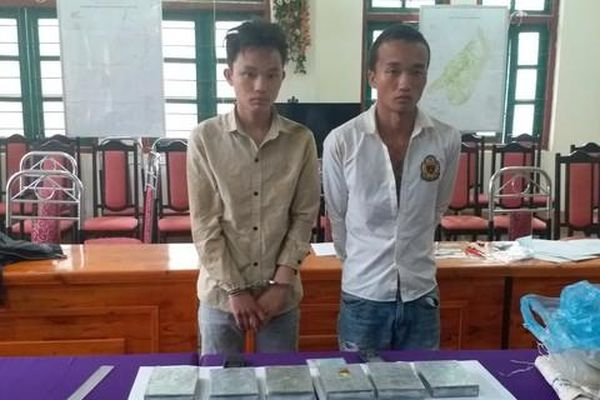 Lào Cai: Nổ súng trấn áp 2 đối tượng 'tuồn' 6 bánh heroin sang Trung Quốc