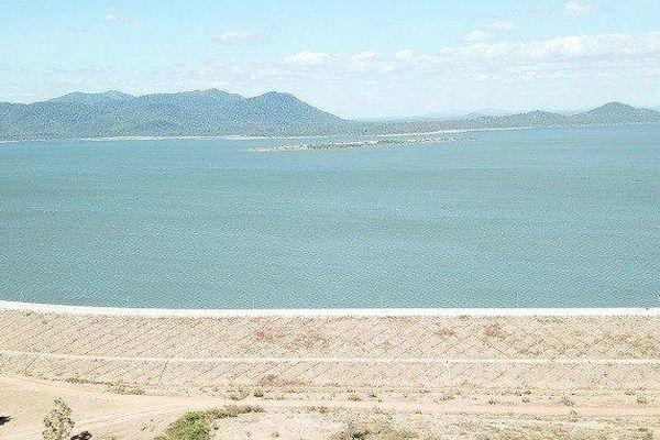 Ruộng đồng 'khát khô' bên đập thủy lợi 3.000 tỷ đồng