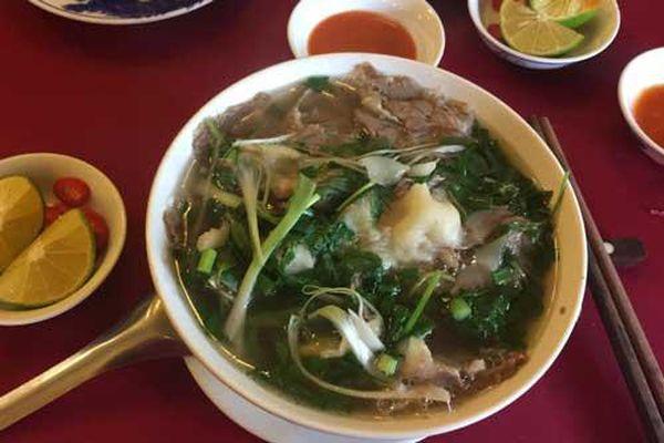 Thưởng thức phở Hà Nội ngon đúng điệu theo cách của người sành ăn