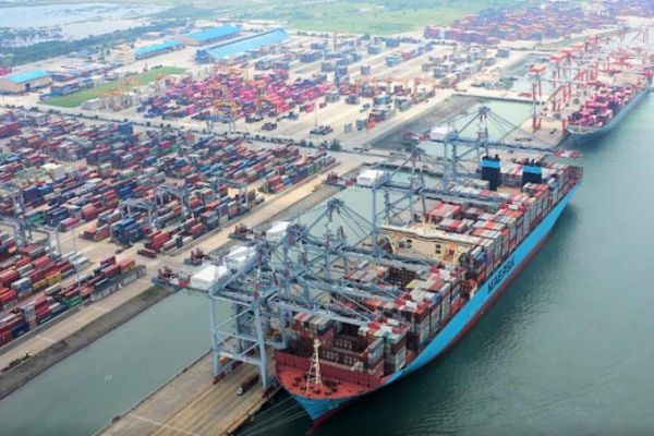 Cảng biển Việt Nam lo tắc nghẽn sau sự cố kênh đào Suez